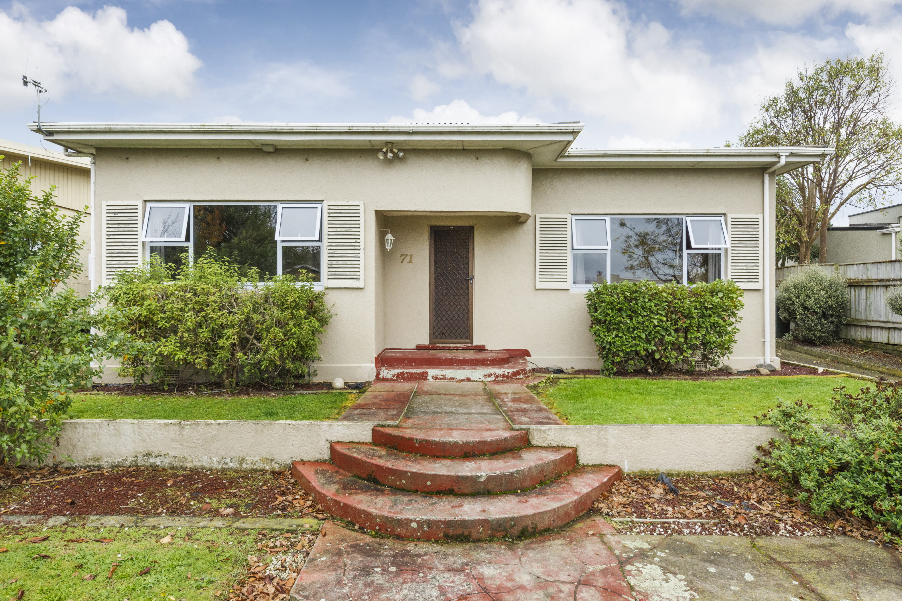 Offers Over: $490,000